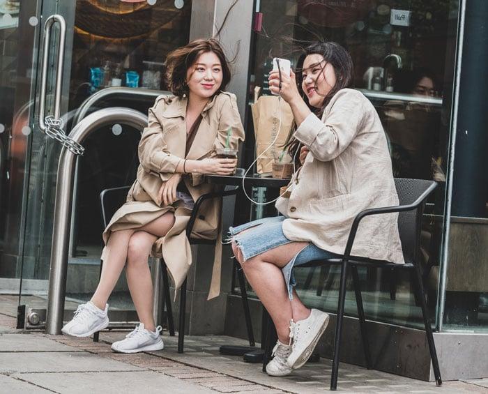 Asian girls shopping online